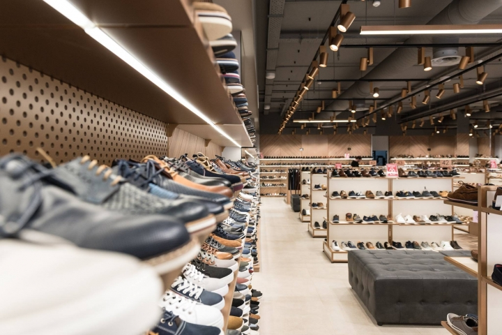 Tsakiris Mallas shoe shop by Savopoulos Shopfitting