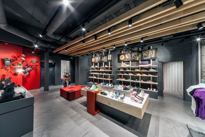 "eye-catching store design ""puma store"" in Amsterdam"