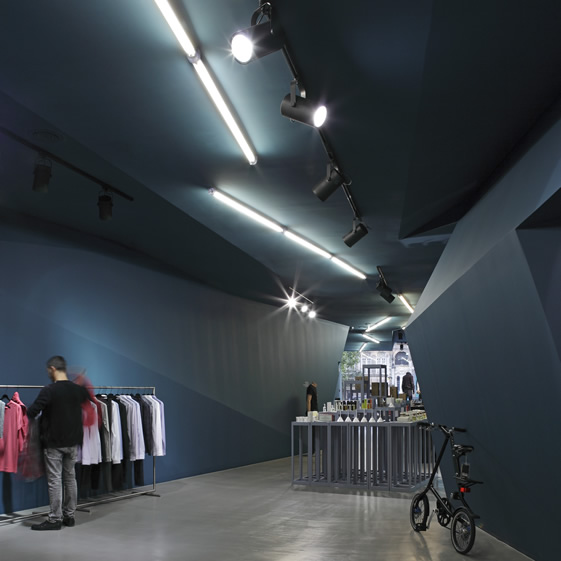 Wrong Weather's Porto outlet store
