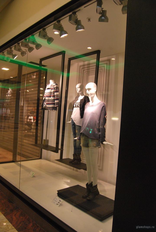 """Zara shop windows scheme """"frames"""" -  Bucharest & Jakarta"""