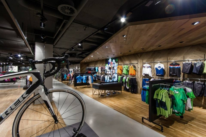 Engelhorn sports show room by Blocher Blocher Partners