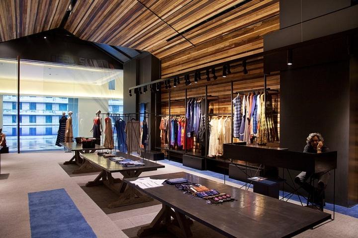 Neel Sutra boutique inside Oberoi, Gurgaon hotel