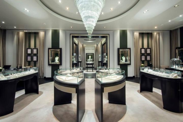 Van Cleef & Arpels boutique at The Galleria in Abu Dhabi