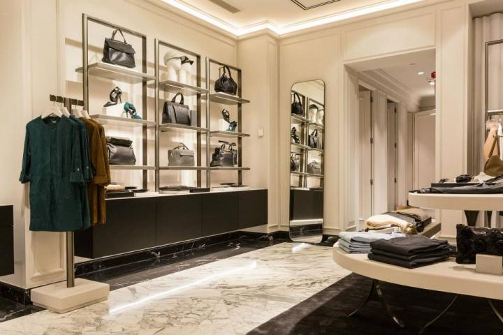 Uterque at L'Illa Barcelona - retail design and fittings