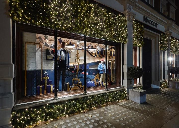 Hackett's Wonderful Gifting Machine christmas window display